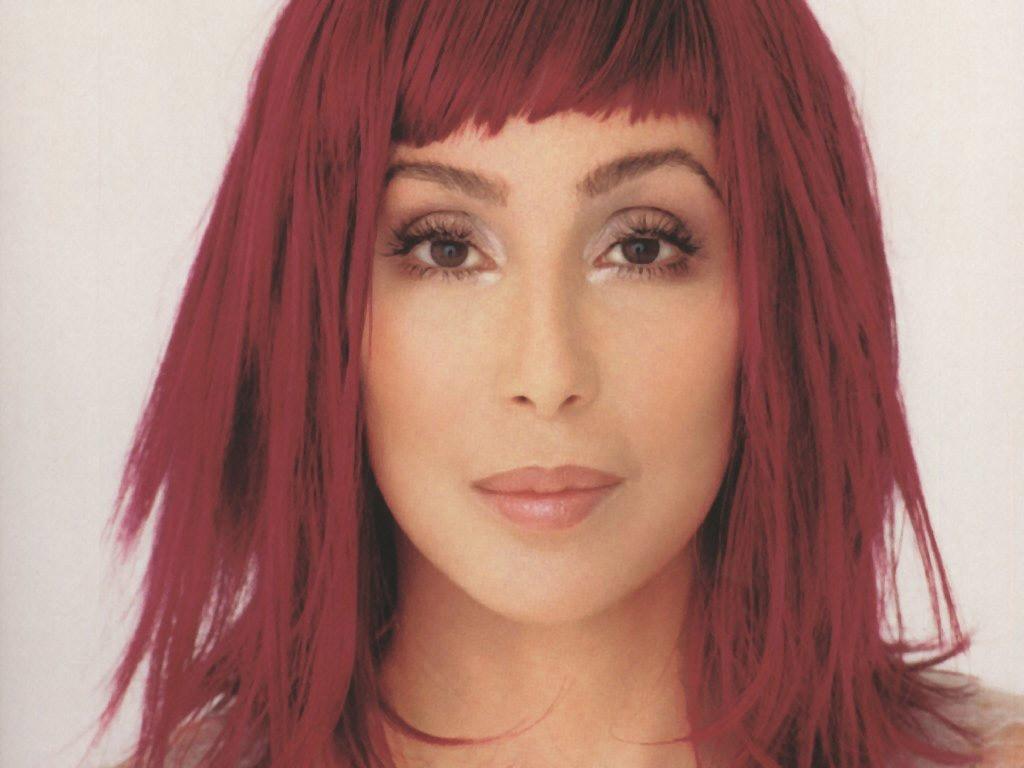 Cher cumple 66 años envuelta en escándalo