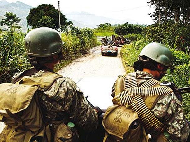 Cusco: Narcoterroristas atacan base militar en Kepashiato y hieren a militar y niña