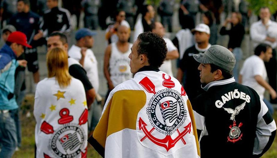 CORINTHIANS LLEGÓ A SAO PAULO EN MEDIO DE ALGARABÍA DE SUS HINCHAS (FOTOS) 431810