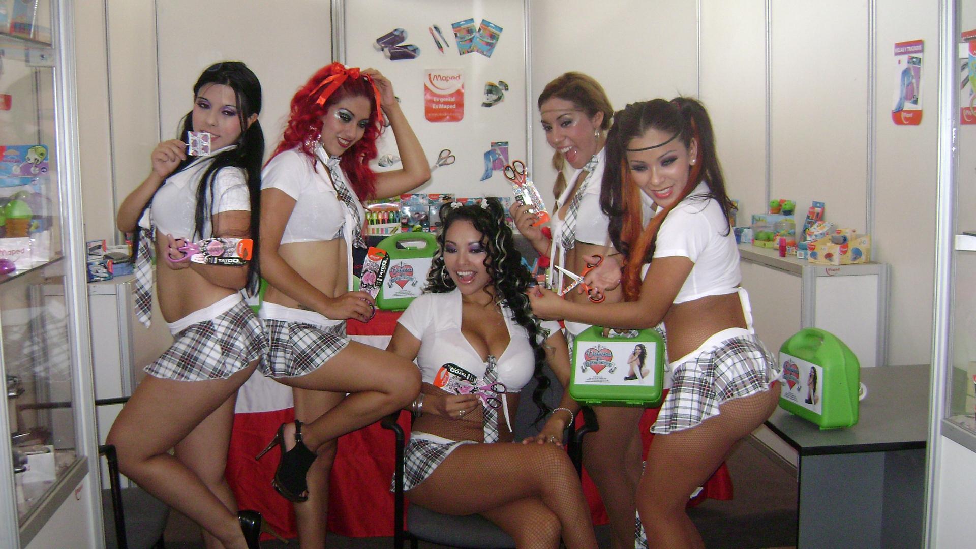 Vanessa y Las Tremendas se disfrazaron de colegialas | Peru.com