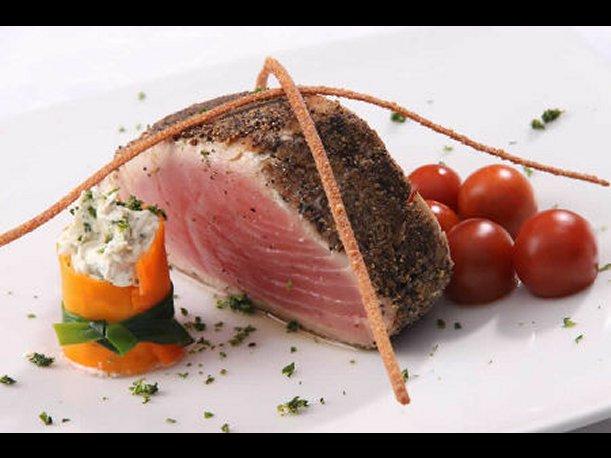 Como Cocinar El Atun Fresco | Aprende A Preparar Un Rico Atun Al Horno Con Verduras